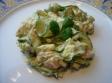 Ensalada mezclada de pepino y salmón